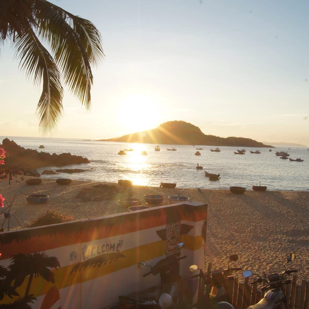 life 39 s a beach vietnam. Black Bedroom Furniture Sets. Home Design Ideas